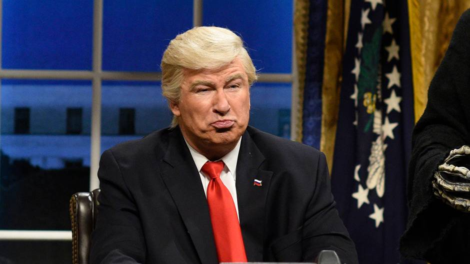 Alec Baldwin als Donald Trump im Oval Office