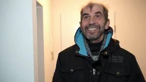Ein eigenes Apartment: Nach Jahren auf der Straße blickt Franz Bauer freudestrahlend in seine neue Zukunft.