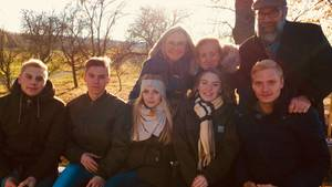 Familie Beutelspacher unterwegs: Nur noch selten kommen die erwachsenen Fünflinge (19) bei den Eltern alle zusammen.