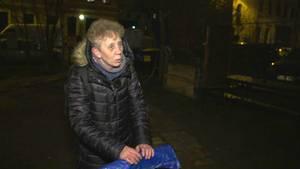 Flaschensammlerin Sabine Lorenz (61) mit ihrem Handkarrenwagen unterwegs in Leipzig.