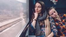Zwei Frauen im Zug