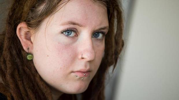 Anna Kunze hat den Stimmen in ihrem Kopf Namen gegeben: Sie heißen Eva und Demian. Die 22-Jährige ist schizophren.