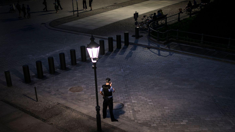 Die Polizei im Zwielicht (Symbolbild) - Rechtsradikale Polizisten in Frankfurt sorgen für einen Skandal
