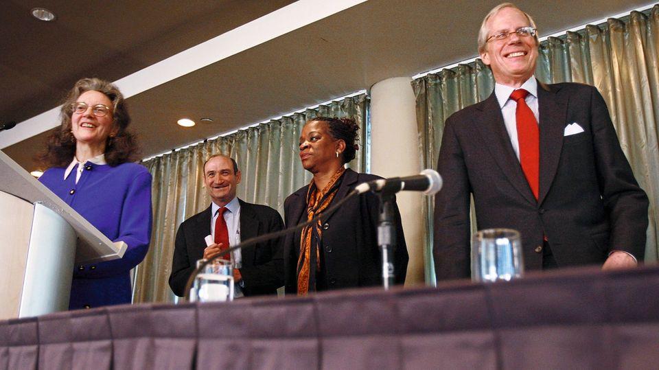 Bereits 2008 attackierte Neva Goodwin Rockefeller das Handeln des Konzerns auf einer Pressekonferenz gemeinsam mit anderen Mitgliedern der Familienstiftung