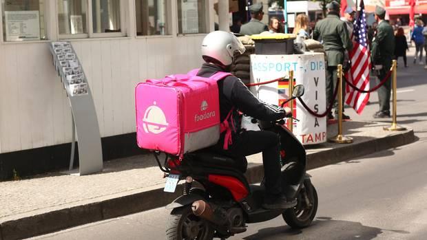 Wettbewerb der Bringdienste: Foodora und Lieferheld werden verkauft