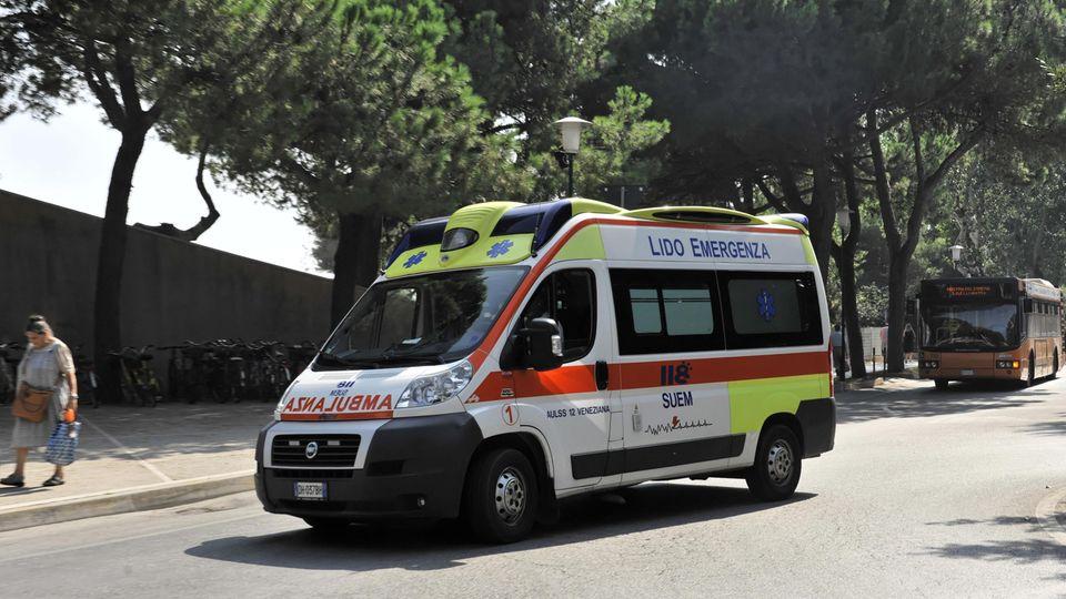 Ein Kleinkind hat bei einer Beschneidung so viel Blut verloren, dass Rettungskräfte ihm nicht mehr helfen konnten (Symbolbild)