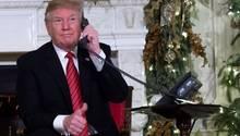 Donald Trump nimmt im Weißen Haus Anrufe von Kindern entgegen