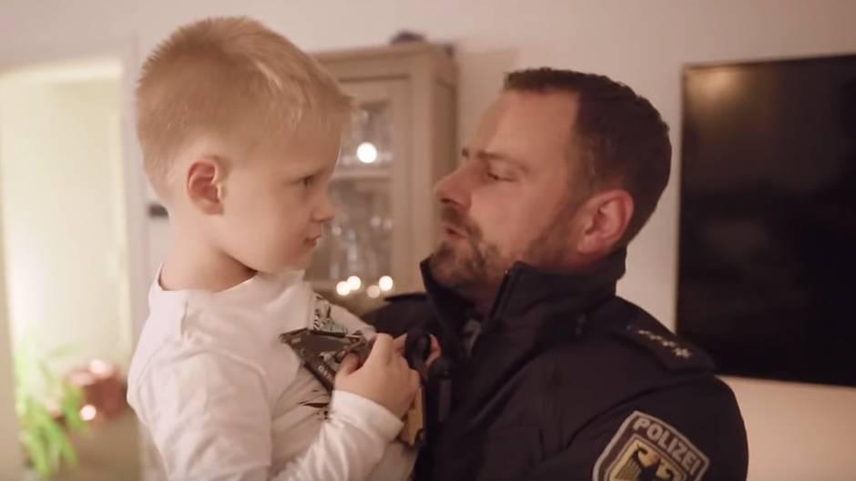 Viraler Hit: Für alle, die während der Feiertage arbeiten: Bundespolizei rührt mit emotionalem Weihnachtsspot