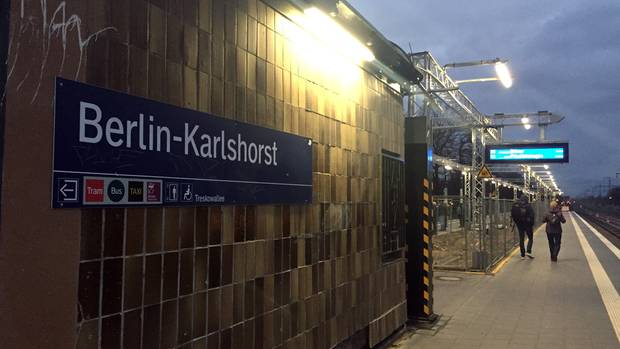 In Berlin-Karlshorst wurde in der Nähe einer beschädigten Oberleitung eine IS-Flagge entdeckt