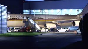"""Der Kanzler-Airbus """"Konrad Adenauer"""" nach der sicheren Landung auf dem Rollfeld des Köln/Bonner-Flughafens"""