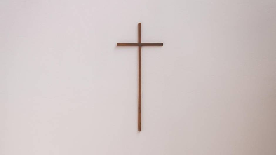 Glaube: Kreuz an der Wand