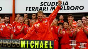 Michael Schumacher feiert 2004 in Spa-Francorchamps den vorzeitigen Gewinn des siebten WM-Titel