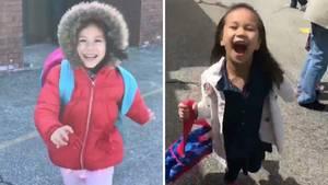 Kleines Mädchen begrüßt ältere Schwester nach der Schule