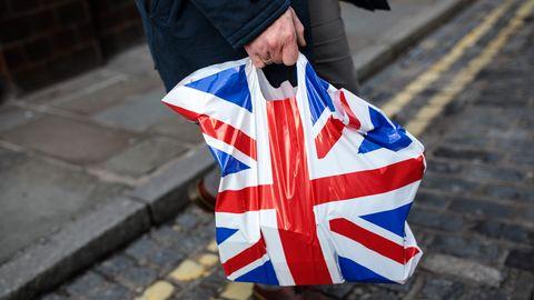 Briten unterwegs - Union Jack auf der Plastiktüte