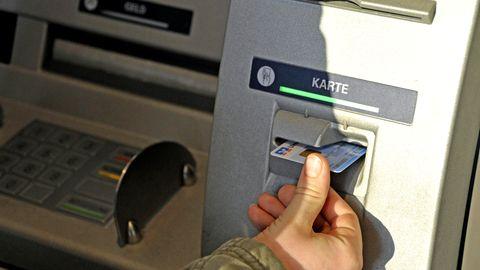 Bargeld aus dem Automaten