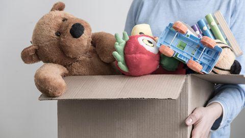 Mann mit Spendenbox