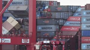 """Das Containerschiff""""MSC Zoe"""" gehört zu den größten der Welt, kann mehr als 19.000Standardcontainer laden"""