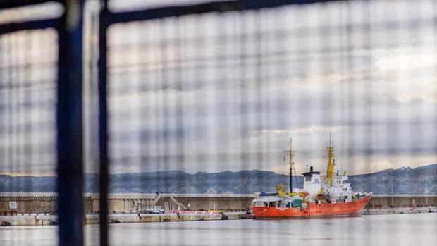 Aquarius im Hafen von Marseille - Seenotretter ohne Hilfe