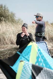 Neue Passion: Vor Fehmarn lernt Grundmann Kite-Surfen