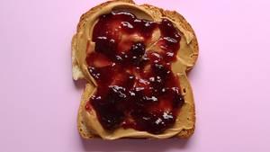 Erdnussbutter-Sandwich mit Marmelade