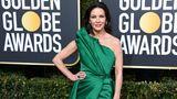 Weihnachten ist zwar vorbei, aber Schauspielerin Catherine Zeta-Jones (in Elie Saab) strahlte trotzdem wie ein grüner Tannenbaum