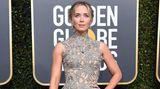 Oma hätte ihre Freude an diesem Kleid: Schauspielerin Emily Blunt in einer geklöppelten Spitzendecke von Alexander McQueen