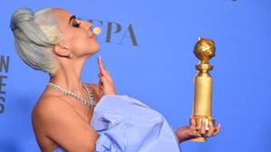 Lady Gaga mit ihrem Golden Globe