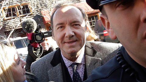 Kevin Spacey vor Gericht des sexuellen Übergriffs beschuldigt