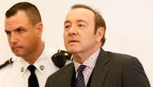 Hollywoodstar Kevin Spacey bei einem Gerichtsterminin Nantucket im US-Bundesstaat Massachusetts