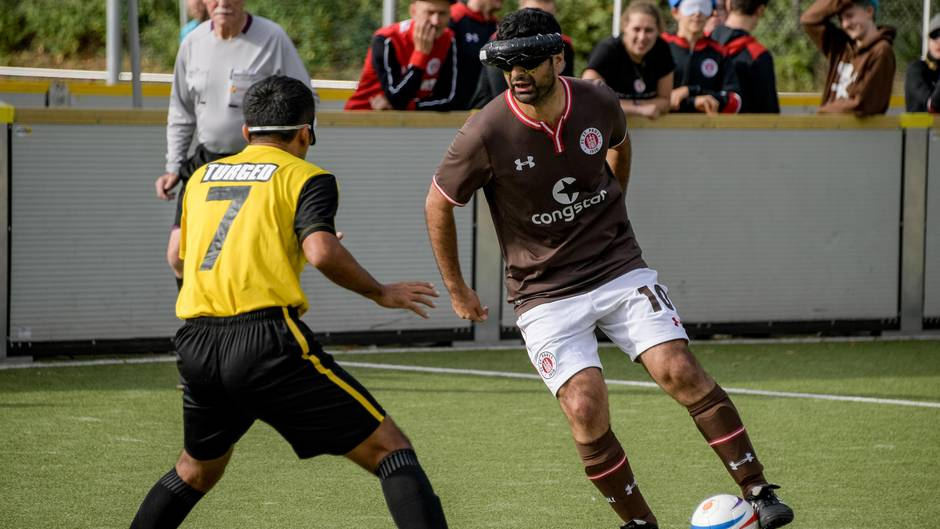 Blindenfußballer Serdal Celebi vom FC St. Pauli