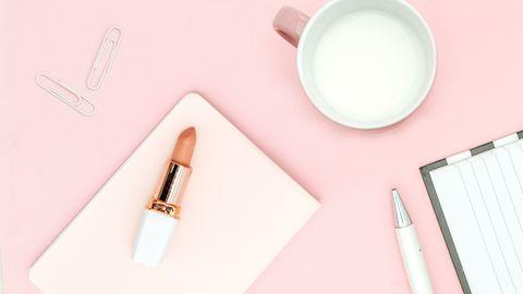 Office-Essentials: Das Notfall-Kit fürs Büro: Fünf Kosmetik-Produkte für die Schreibtischschublade