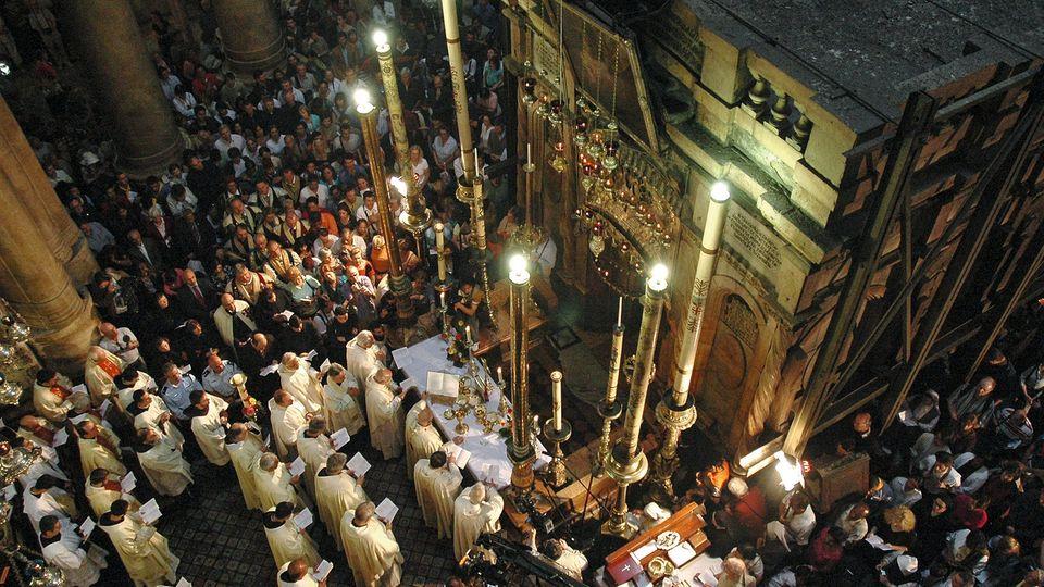 In der Jerusalemer Grabeskirche feiern die Christen zu Ostern das Wunder der Auferstehung