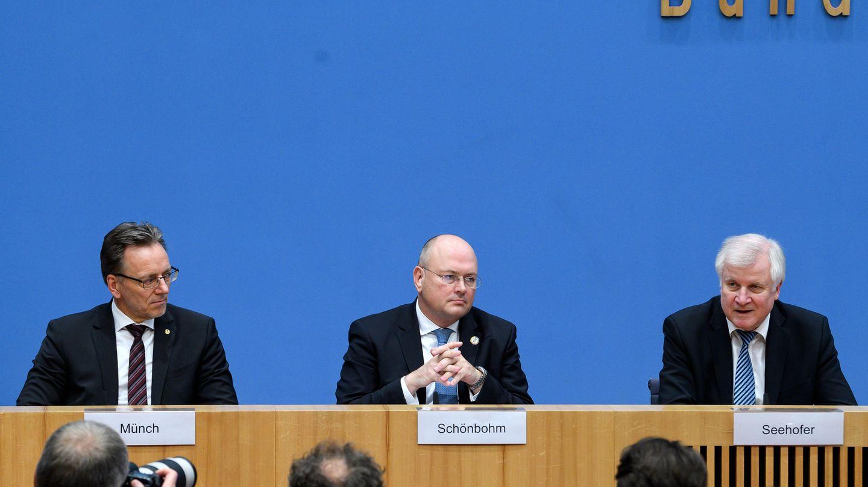 BKA-Chef Holger Münch, BSI_Chef Arne Schönbohm und Bundesinnenminister Horst Seehofer zum Hackerangriff