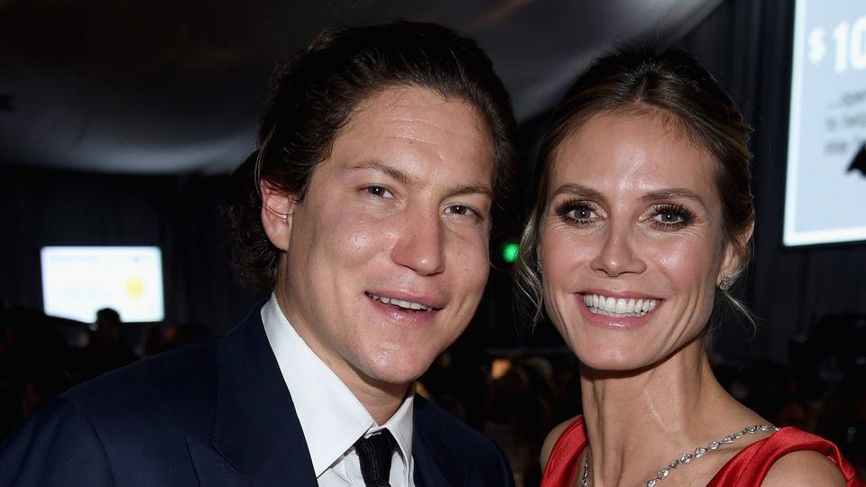 Vito Schnabel und Heidi Klum lächeln auf einem Event in die Kamera