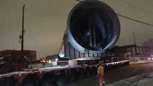Kanada: 800 Tonnen schwer, 96 Meter lang – gigantischer Schwertransport schleicht durch Alberta
