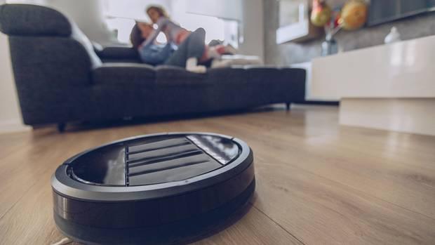 Weniger Zeit für die Hausarbeit und mehr Zeit für die schönen Dingen - das versprechen die Saugroboter.