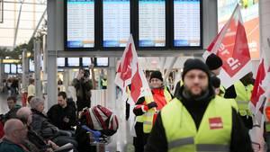 Drohende Flugausfälle: Warnstreiks an drei großen Airports - Zehntausende Reisende betroffen