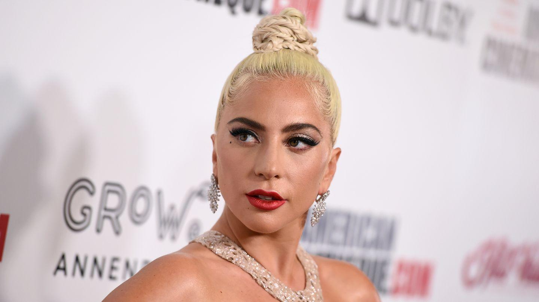 Lady Gaga posiert auf einem Event für die Kamera