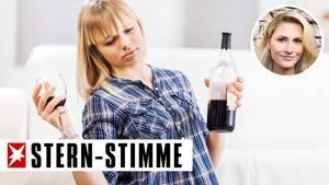 Teenagerin mit Rotweinglas