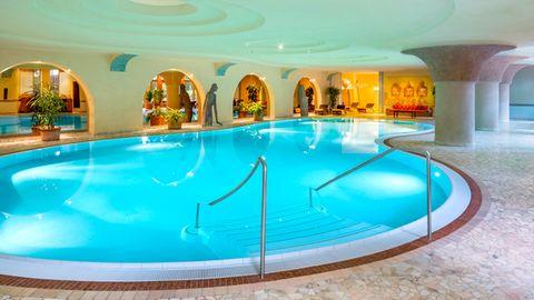 Wellnessbereich und Pool des Meridian Spa in Eppendorf