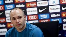 Andrès Iniesta während einer Pressekonferenz