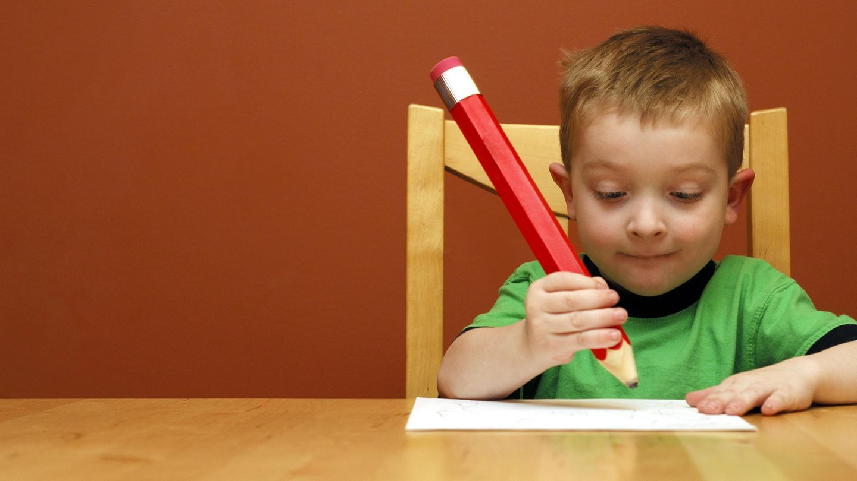 Für kleine Kinder werden Bleistifte offenbar erschreckend oft zu – Tätowiergeräten.