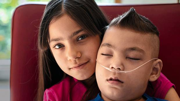 Gökhan mit seiner Schwester Senay
