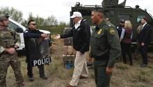 US-Präsident Donald Trump beim Besuch einer Grenzschutzstation in der texanischen StadtMcAllen