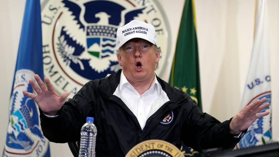US-Präsident Donald Trump beim Besucheiner Grenzschutzstation in McAllen im US-Bundesstaat Texas