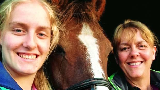 Mutter Claire (r.) und Tochter Charlotte Hart waren gerade erst aus dem Haus der Familie im Dorf Moulton ausgezogen, als Lance Hart sie 2016 auf einem Parkplatz erschoss