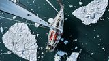 Route durch die Schollen: Da das Nordmeer schon zufriert, muss die Segel-Crew sich beeilen, um nicht vom Packeis gestoppt zu werden