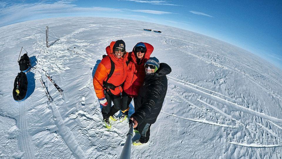 Drei Männer im Schnee: Stefan Glowacz, 53, Philipp Hans, 25, und Thomas Ulrich, 52 (v. l.)
