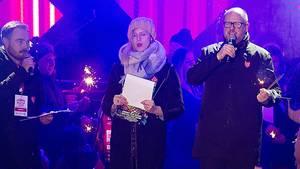 Polen, Danzig: Bürgermeister Pawel Adamowicz (r.) spricht kurz bevor er von einem Messerangreifer verletzt wurde