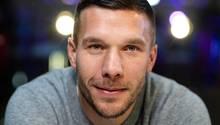 Lukas Podolski kann das Ausmaß der Aufregung um das Gold-Steak, das Franck Ribéry gegessen hat, nicht verstehen